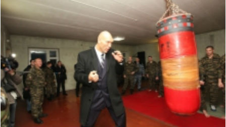 Nikolay_valuev_obezvredil_v_kuzbasse_terrorista_thumb_main