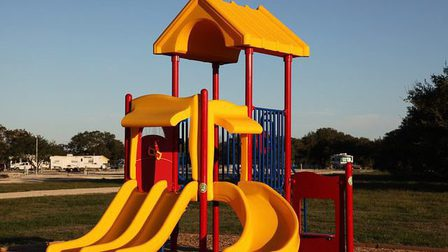 Playground-599813_640_thumb_main